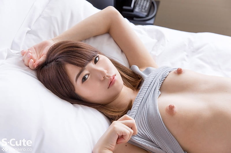 内気な萌音の乳首の主張 大沢萌音_画像1